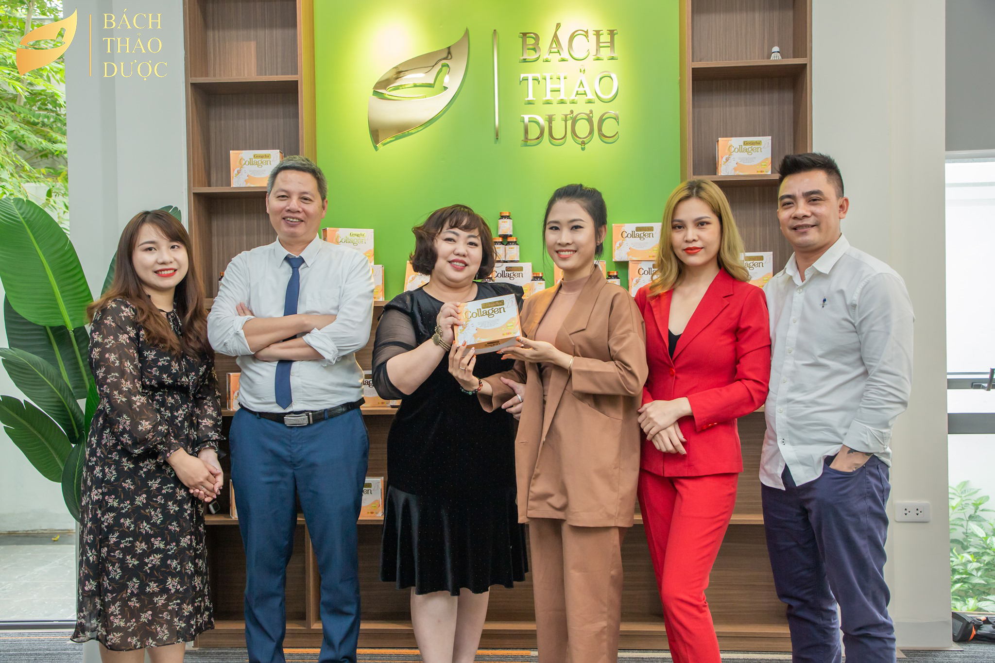 The professional training session for the partner who cooperated with Bach Thao Duoc factory was shared by Pham Van Tho doctor-Chief Executive Officer of Bach Thao Duoc factory.